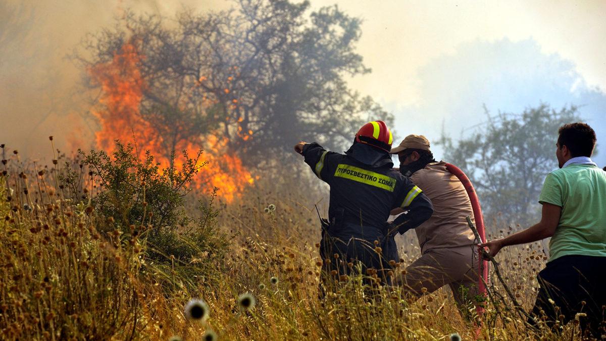Πυροσβέστες σε πυρκαγιά