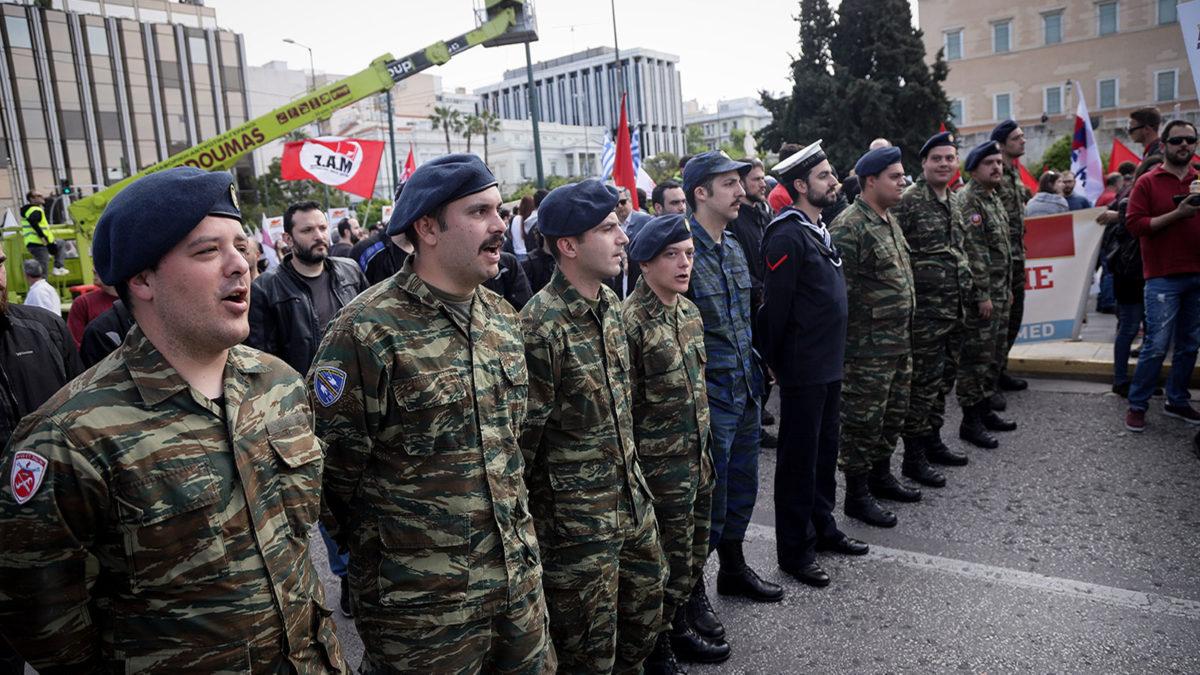 Συγκέντρωση ΠΑΜΕ-ΜΑΣ έξω από την Βουλή-Στρατιώτες