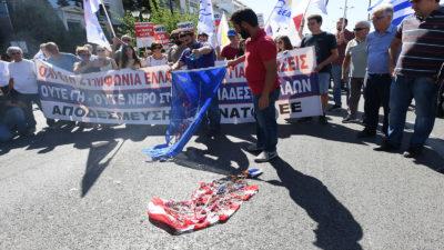 Πορεία ΠΑΜΕ για επίσκεψη Πομπεο-συμφωνία για τις βάσεις-Κάψιμο σημαίας ΗΠΑ και ΝΑΤΟ στην Αμερικανική πρεσβεία