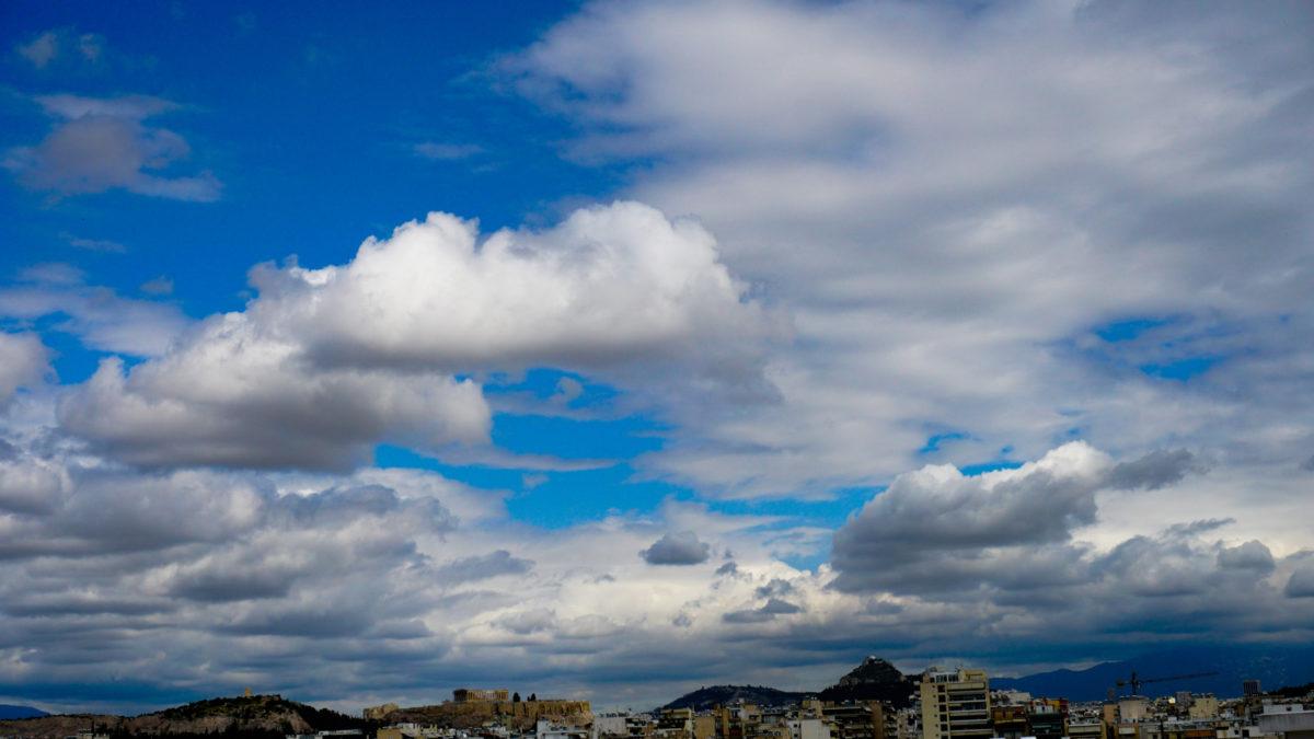 Λίγα σύννεφα - Αθήνα