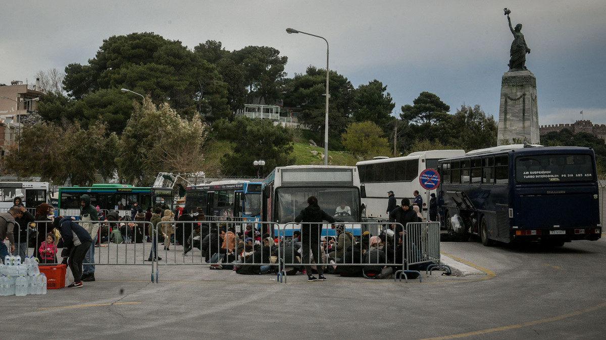 Πρόσφυγες και μετανάστες στο λιμάνι της Μυτιλήνης