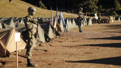 Στρατιώτες σε «σκηνάκια»
