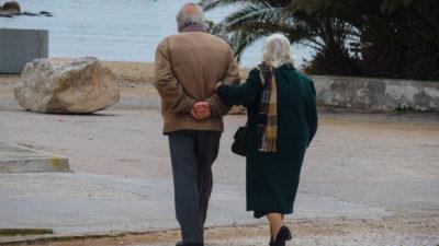 Ζευγάρι ηλικιωμένων στη Γλυφάδα