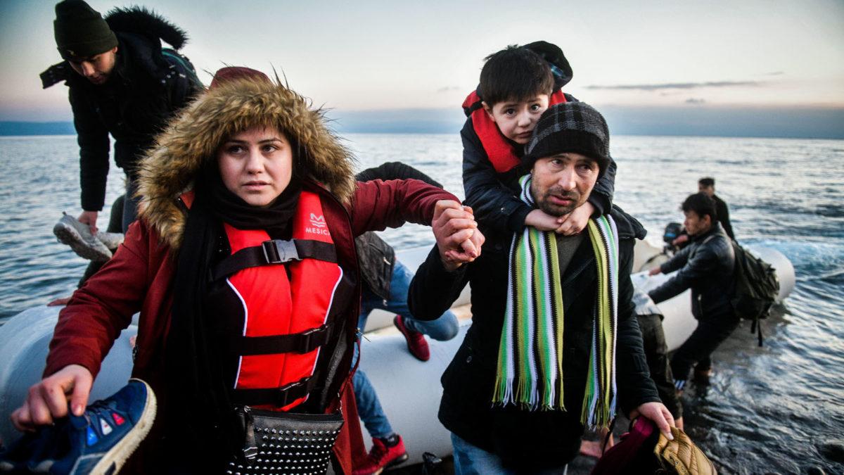 Βάρκα με πρόσφυγες στη Λέσβο οικογενεια παιδί