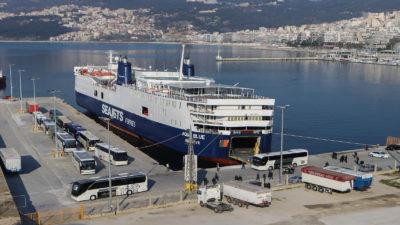 Λιμάνι Καβάλας - Αποβίβαση μεταναστών
