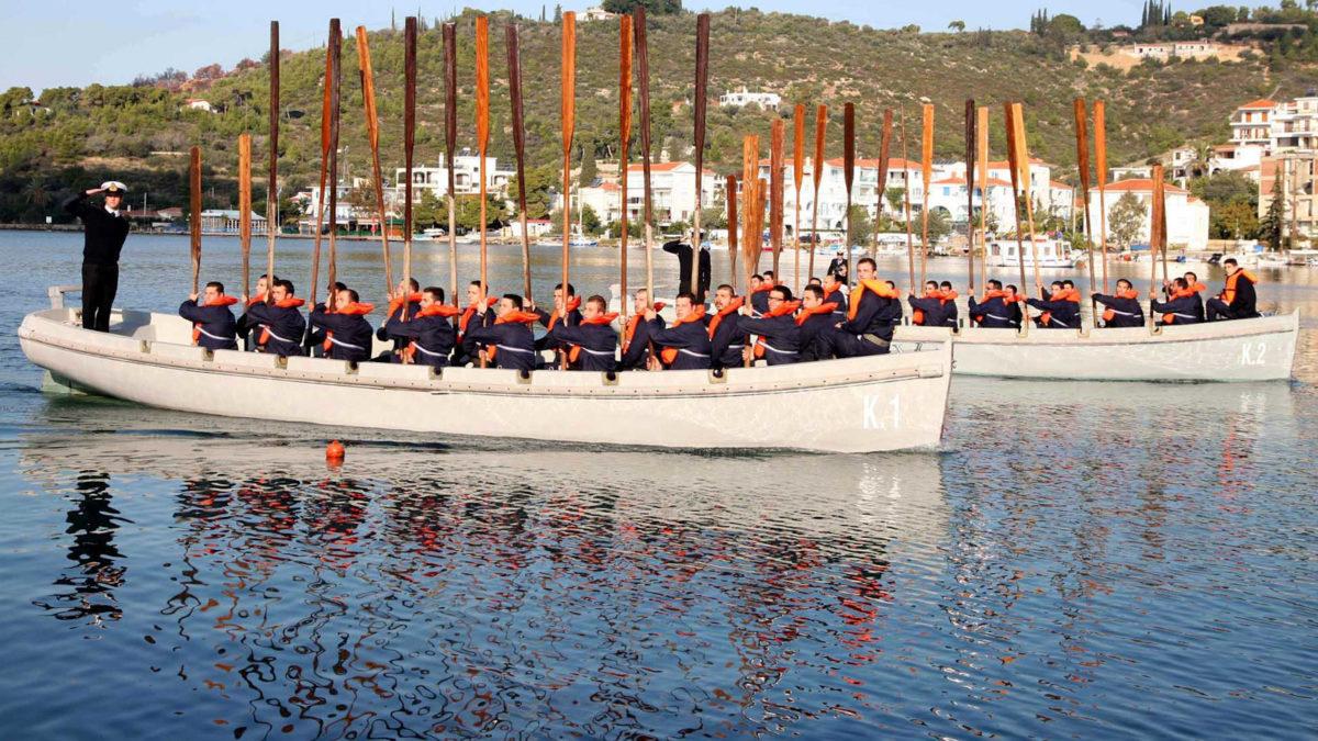 Ναύτες στις Βάρκες του ΚΕ Πόρος