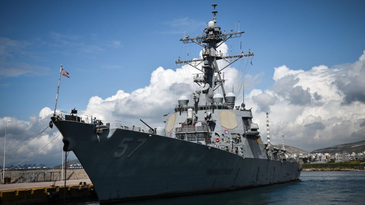 Αντιτορπιλικό των ΗΠΑ-πλοιο USS_MITSCHER στο λιμάνι του Πειραιά