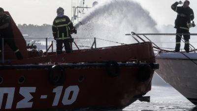 Πλωτό - ΠΣ10 - της Πυροσβεστικής στη Γλυφάδα