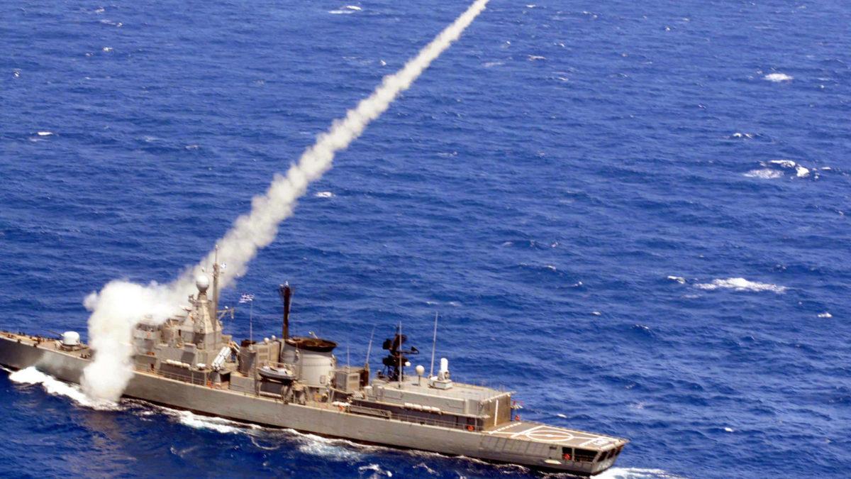 Βολή Πυραύλου Φρεγάτας-πλοίο