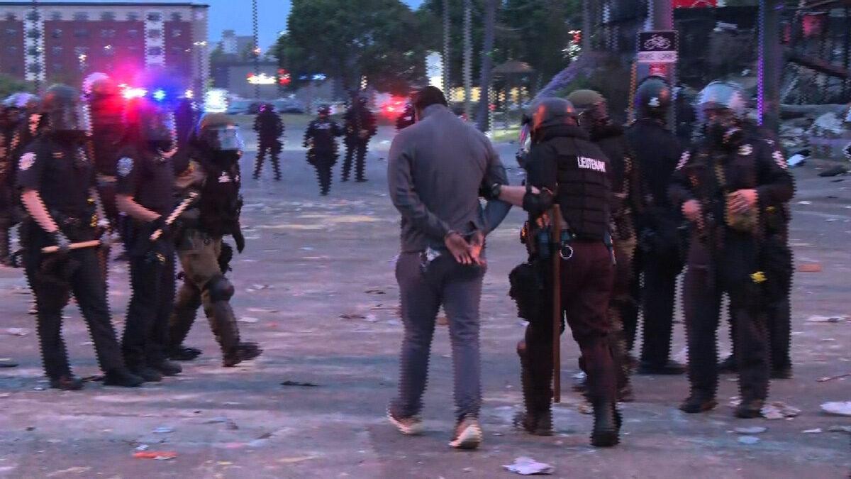 Μινεάπολη σύλληψη δημοσιογράφου