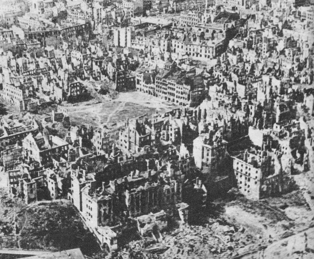 Πολωνία - Βαρσοβία - 1944 όπως ισοπεδώνει από τους ΝΑΖΙ σε αντίποινα για την ηρωική εξέγερση του λαού της πόλης για 63 μέρες
