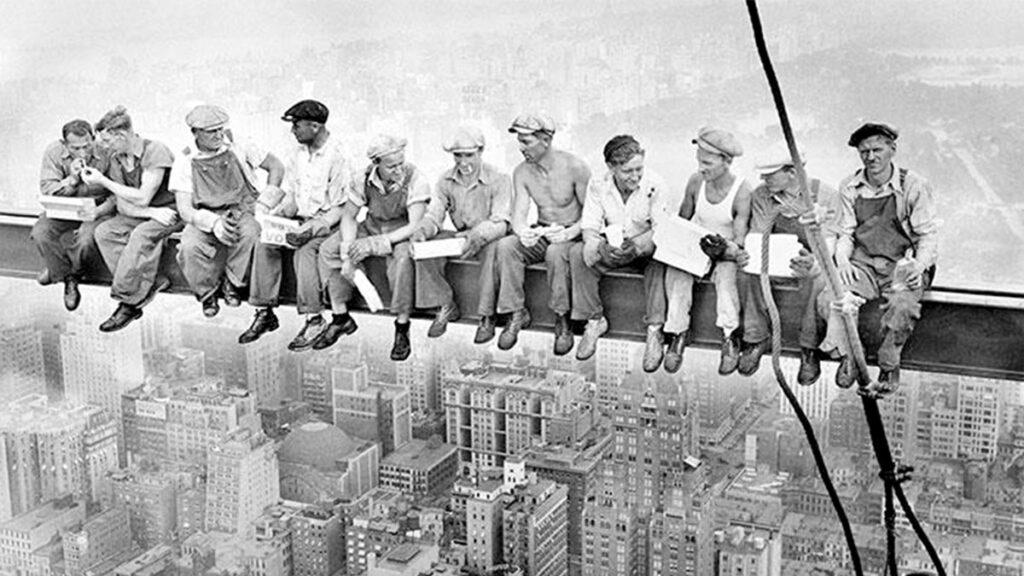 Διάλειμμα οικοδόμων σε ουρανοξύστη του Ροκφέλερ (1932)