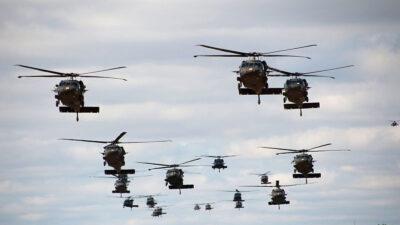Ελικόπτερα black-hawk Στεφανοβίκειο