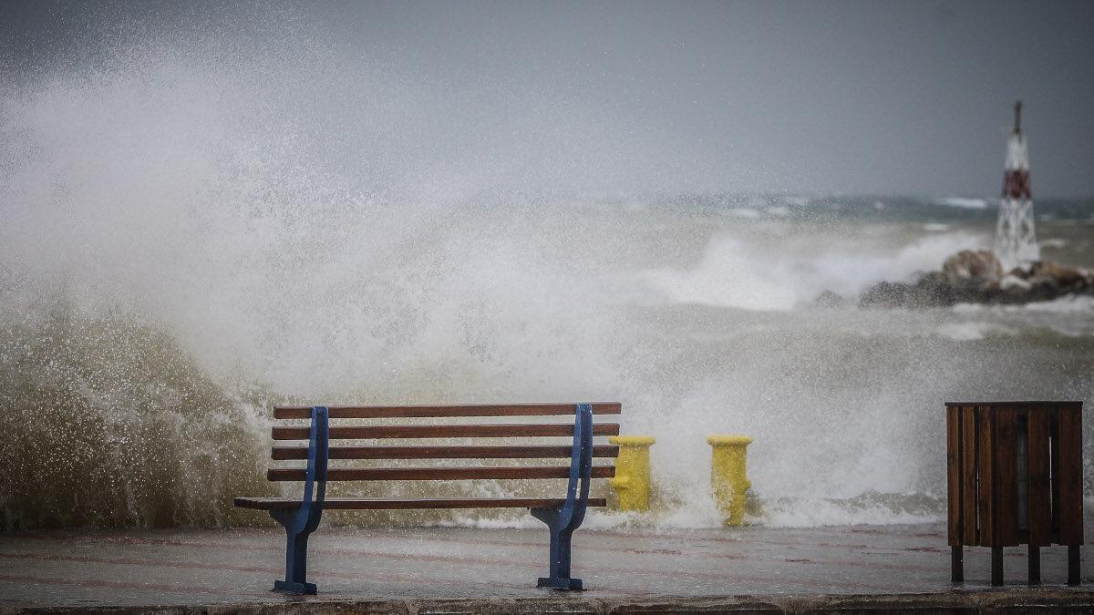 Ισχυροί Άνεμοι - Λιμάνι Ραφήνας