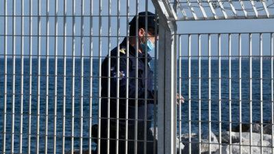 Λιμενικός στο λιμάνι της Μυτιλήνης
