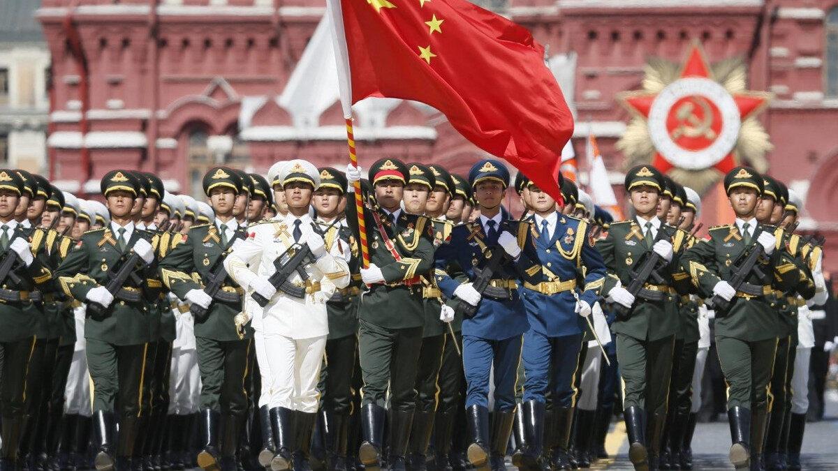 Τιμητικά τμήματα του Λαϊκού Απελευθερωτικού Στρατού της Κίνας στην παρέλαση της Μόσχας για την Αντιφασιστική Νίκη 2020