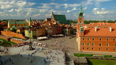 Πολωνία - Παλιά Πόλη Βαρσοβίας όπως ξαναχτίστηκε με υλικά από τα ίδια τα ερείπια που άφησαν πίσω τους οι ΝΑΖΙ