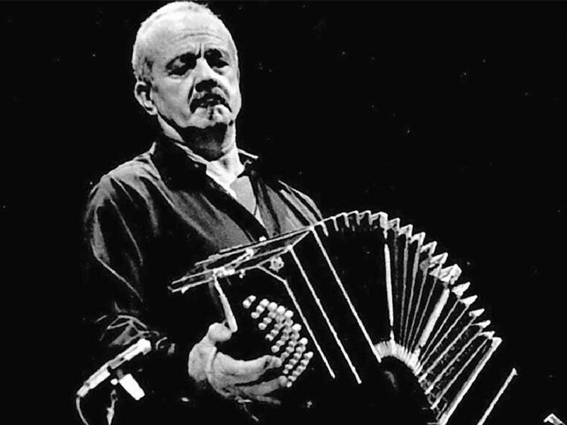 Πολιτισμός - Μουσική - Άστορ Πιατσόλα
