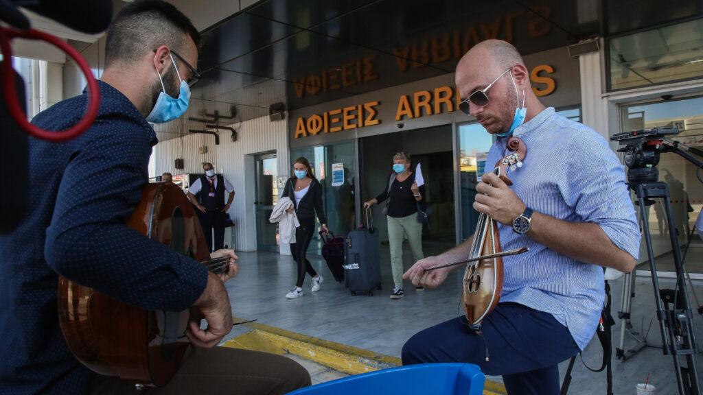 Αεροδρόμιο Ηρακλείου - πρώτες αφίξεις Εξωτερικού μετά την καραντίνα - μέτρα κατά της πανδημίας