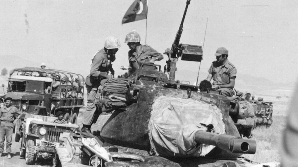 Τουρκικά στρατεύματα εισβάλουν στην Κύπρο