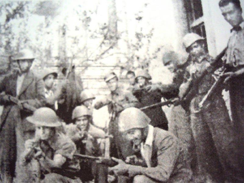 ΕΛΑΣίτες στο Παγκράτι