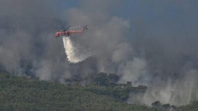 Κατάσβεση δασικής πυρκαγιάς από ελικόπτερο