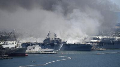 Πυρκαγιά σε πλοίο του Αμερικανικού Πολεμικού Ναυτικού