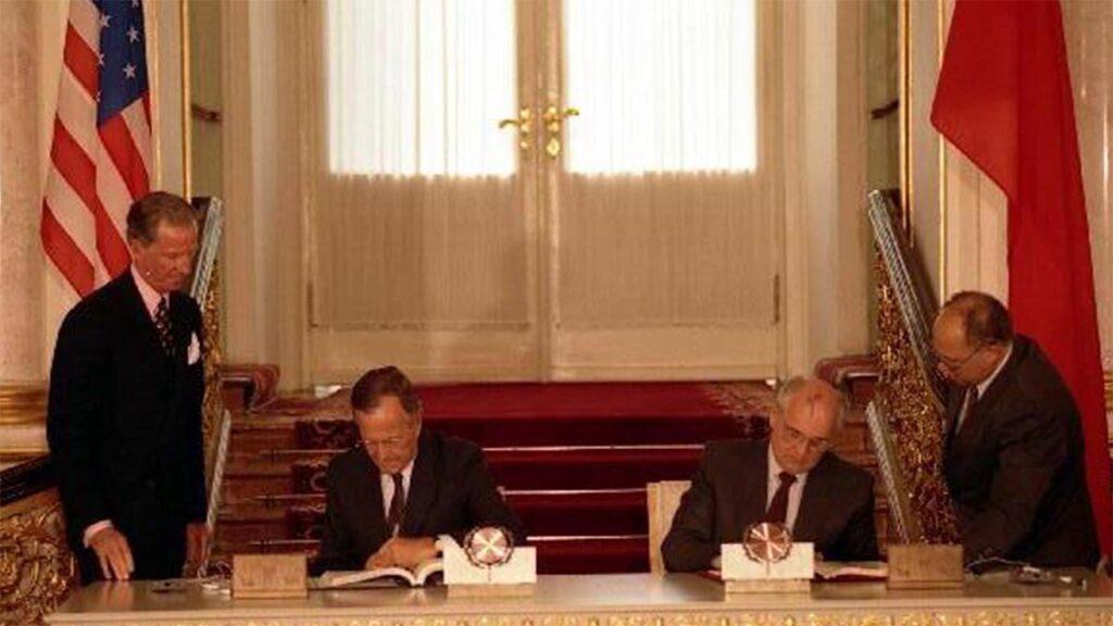 Από την υπογραφή της Συνθήκης