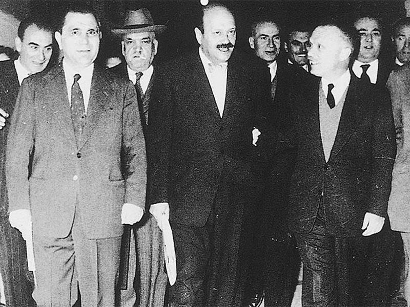Ο Γ. Καρτάλης (τέταρτος από αριστερά) με τον Σοφ. Βενιζέλο