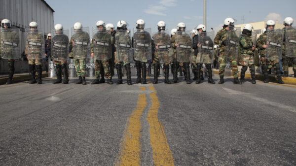 Δυνάμεις καταστολής του Λιμενικού Σώματος παραπεταγμένες ενάντια σε ναυτεργάτες το 2013