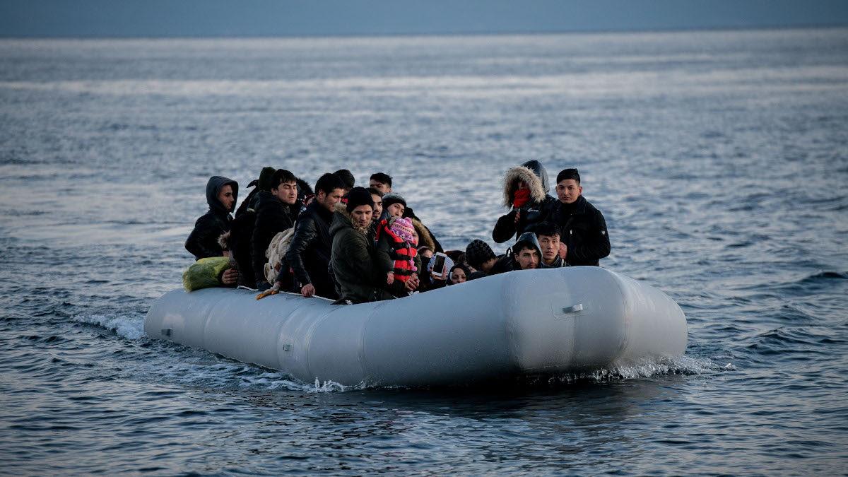 Βάρκα με πρόσφυγες στη Λέσβο