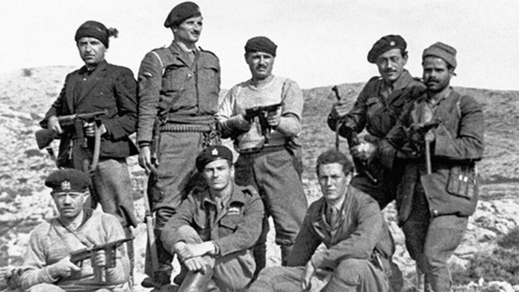 Πράκτορες της SOE (με τους μαύρους μπερέδες) στην Κρήτη