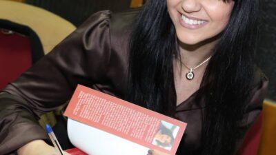 Στέλλα Πετρίδου, λογοτέχνης, Ανθυποπλοίαρχος του Λιμενικού Σώματος