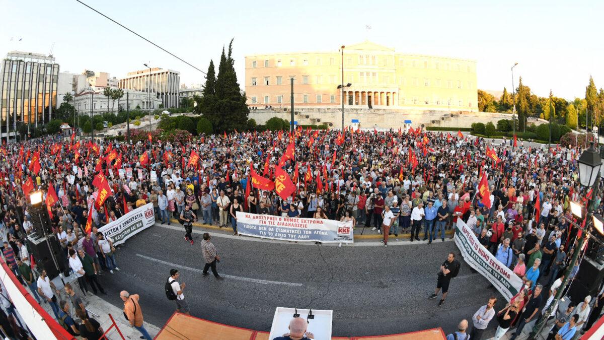 Συγκέντρωση ΚΚΕ στην πλατεία Συντάγματος κατά του νόμου που περιορίζει το δικαίωμα στις διαδηλώσεις της Κυβέρνησης της ΝΔ - 2/7/2020