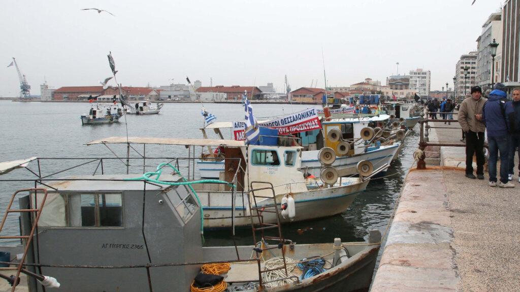 Ψαράδες στη Θεσσαλονίκη σε κινητοποίηση για τον νόμο για το Ασφαλιστικό