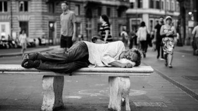 Καπιταλισμός - Φτώχεια - Άστεγος στη Ρώμη, Ιταλία
