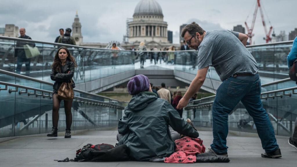 Καπιταλισμός - φτώχεια - ζητιάνος - Άστεγος στο Λονδίνο, Αγγλία, Ηνωμένο Βασίλειο
