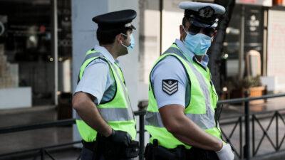 Έλεγχοι αστυνομικών σε λεωφορεία για την τήρηση των μέτρων κατά της πανδημίας (Αύγουστος 2020)