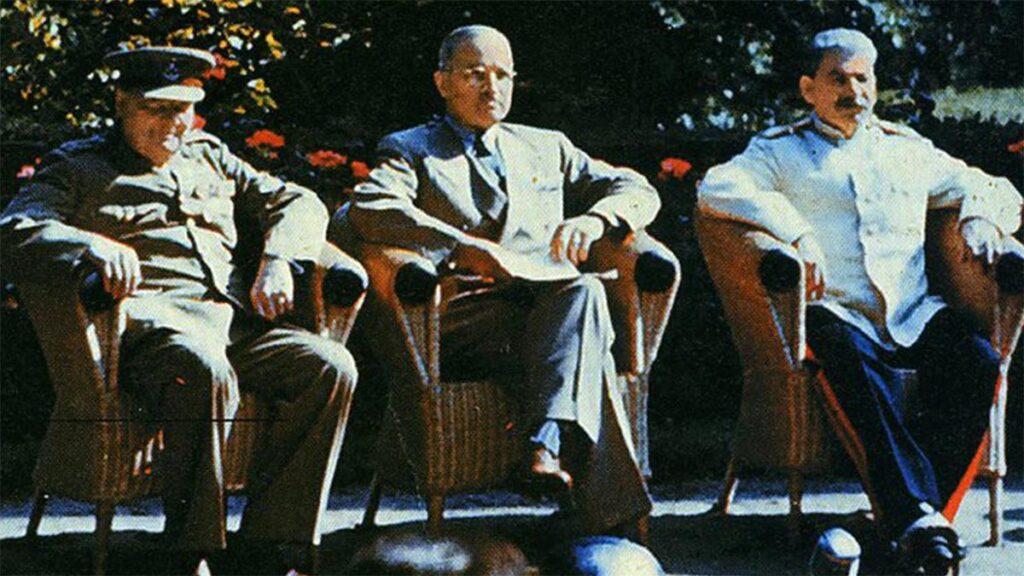 Οι Ι. Στάλιν, Χ. Τρούμαν και Ου. Τσόρτσιλ στη διάσκεψη του Πότσδαμ