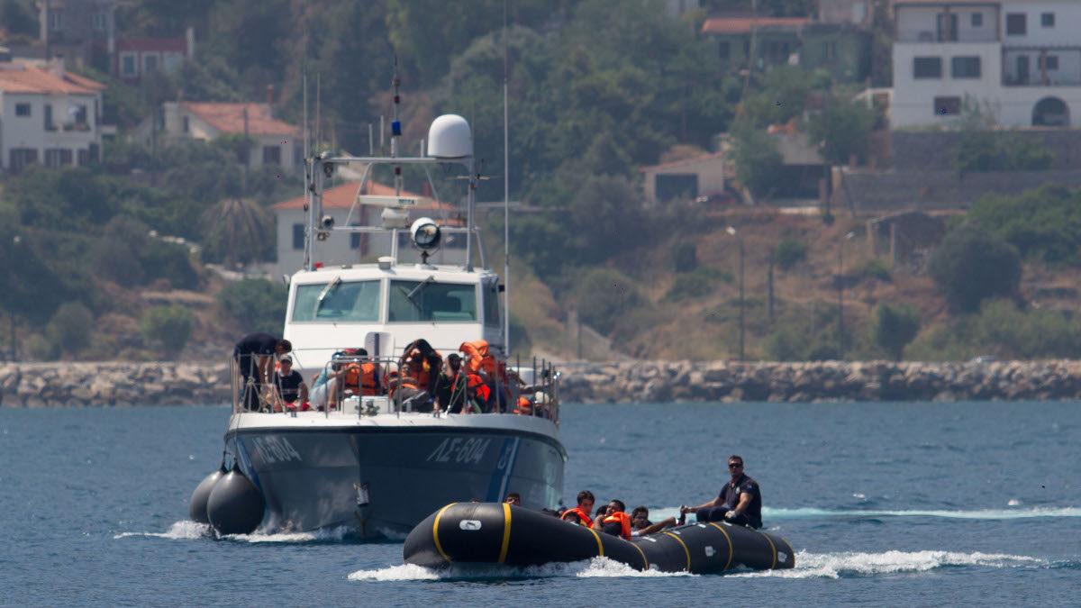 Πλωτό του Λιμενικού στη Σάμο - Διάσωση προσφύγων