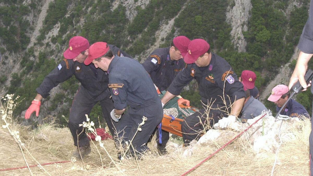 Επιχείρηση της Πυροσβεστικής - ΕΜΑΚ - σε φαράγγι για την ανάσυρση τραυματία (2003)