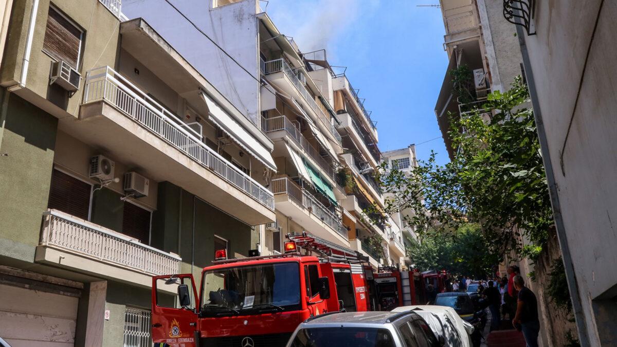 Φωτιά σε διαμέρισμα στην Κυψέλη - Δύο νεκροί ηλικιωμένοι - Τραυματισμός Πυροσβέστη 17/8/2020