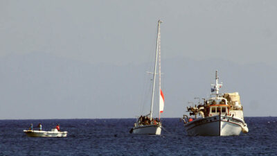 Ιστιοφόρο με 40 μετανάστες που εξέπεμψε σήμα κινδύνου ρυμουλκήθηκε στο λιμάνι της Ρόδου