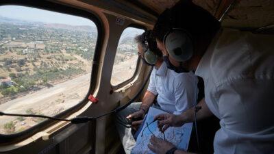 Μητσοτάκης- Χαρδαλίας σε ελικόπτερο πάνω απ' την Εύβοια