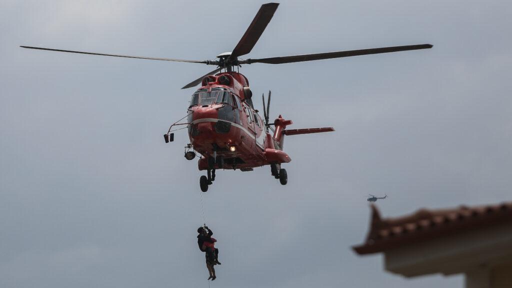 Από τις καταστροφικές πλημμύρες στην Εύβοια 9/8/2020 - Ελικόπτερο της Πυροσβεστικής