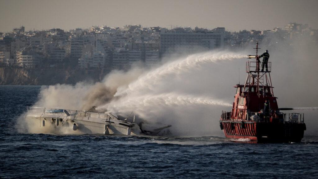 Πλωτό του Πυροσβεστικού Σώματος - κατάσβεση Θ/Γ στον όρμο του Φαλήρου - 7/1/2018