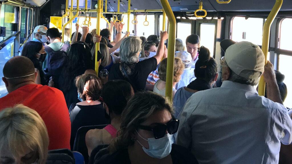 Συνωστισμός στα λεωφορεία της Αττικής