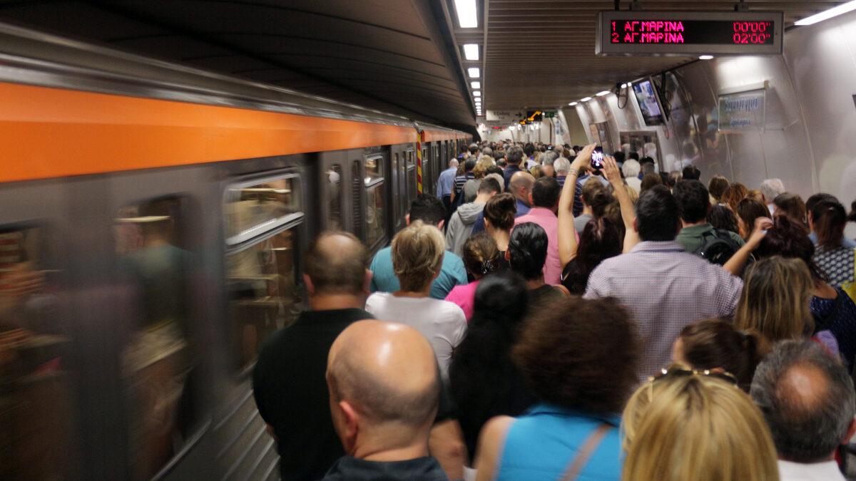Συνωστισμός στους σταθμούς του ΜΕΤΡΟ της Αθήνας