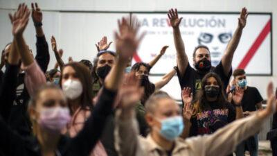 Διαδηλώσεις κατά των περιοριστικών μέτρων σε λαϊκές συνοικίες στην Ισπανία