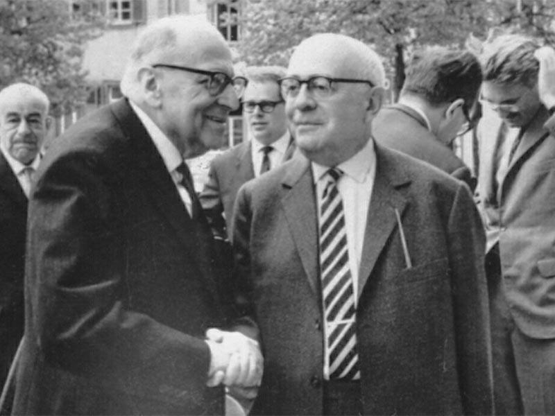 Ο Αντόρνο μαζί με τον Χορκχάιμερ το 1965